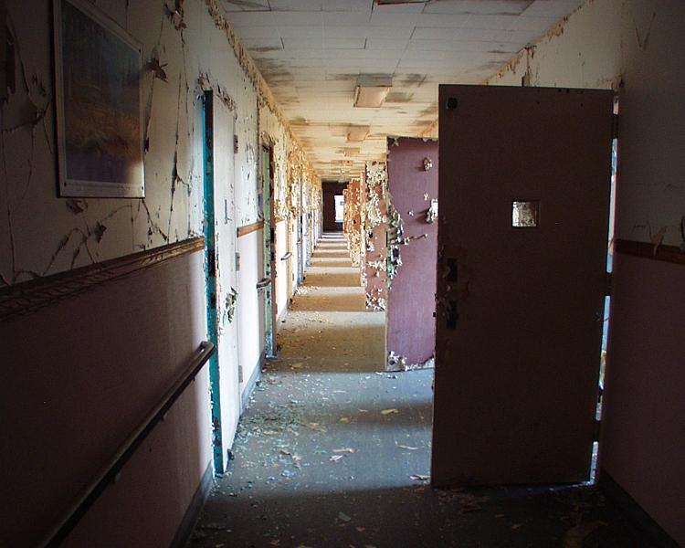 Resultado de imagen para cosas que ocurren en un hospital abandonado de México
